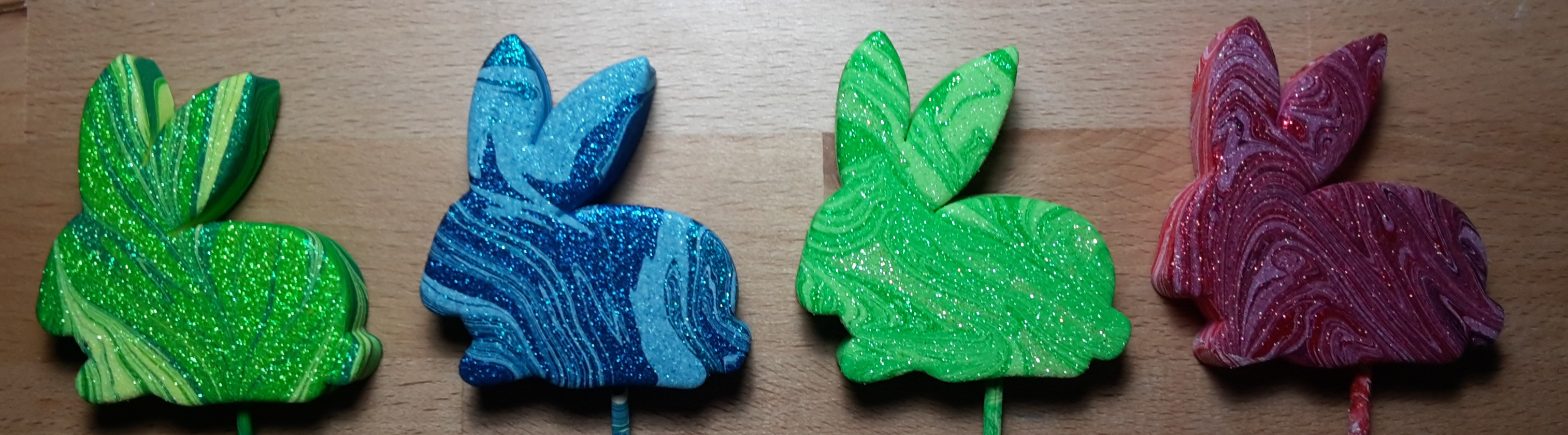 Review: Marabu Easy Marble on Glitter bunnies!